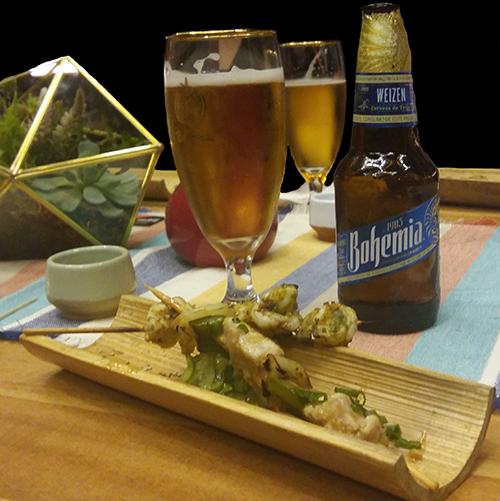 una cerveza acompañantes femeninas
