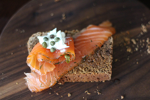 Hverabraud con salmón ahumado.