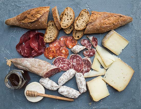 Embutidos, pan, queso, miel. Fotografía cortesía Castilla y León.